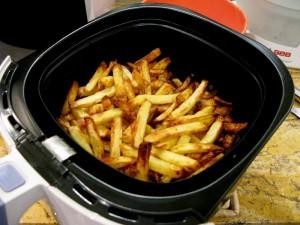 des frites dans la friteuse